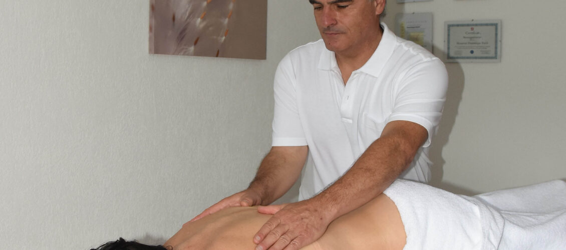 Dominique Ruch en séance de massage